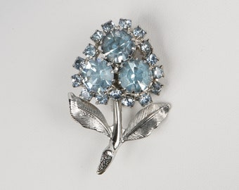 1940's 50's Light Blue Crystal Flower Brooch on Stem. Rhodium Plated, Near MINT. Rollover Clasp.