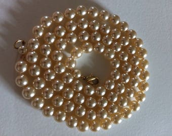 Vintage Cream Glass Faux Pearl Necklace