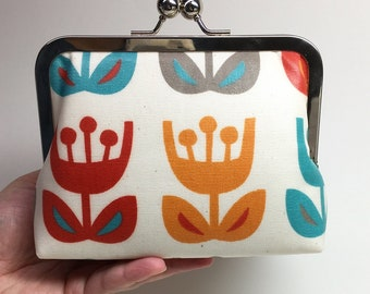 Kisslock Clutch Purse/Makeup bag - Medium - Tulips - Laminated cotton