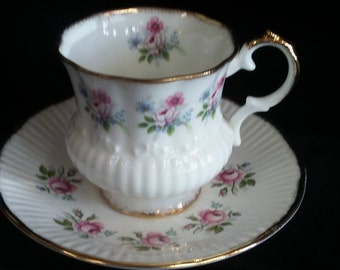 Elizabethan Fine Bone China Tea Cup and Saucer Set with Dainty Pink Roses Design.  Corset Style Teacup and Saucer Set, Pink Roses Bone China