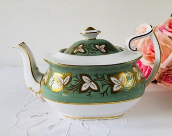 Spode Green & Gold Teapot with Teacups and Saucers, England, 1950s.