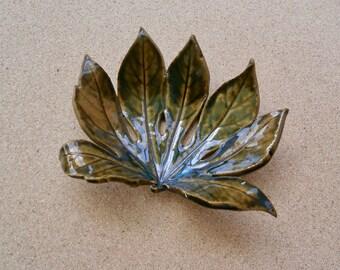 Green leaf ceramic dish -  Fatsia Japonica centre piece - Pottery trinket holder -  Green home decor - Greenery - Castor oil plant leaf