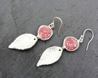 silver leaf earrings, silver leaf jewelry, pink druzy, gemstone earrings, pink gemstone, silver earrings, nature earrings, dangle earrings