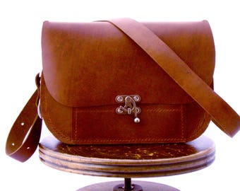 Classic Curved Messenger Bag