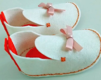 White girl shoes, Gift baby white, Baby white booties, Booties baby girl, Slippers wool felt, Wool felt baby, Baby girl 3-6 months
