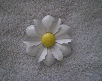 Vintage Enamel Daisy Brooch Pin
