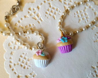 Cupcake bracelet in Fimo with white and gold beads