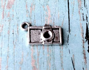 10 Tiny camera charms (2 sided) antique silver tone - photography charms, small silver camera pendants, photojournalist charms, YY1
