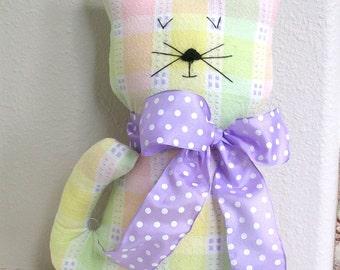 Poupée chat décoratif fait à la main chat peluche - cadeau d'amant de chat Kitty - Shabby Chalet Chic Home Decor - tissu Pastels jaune, violet-