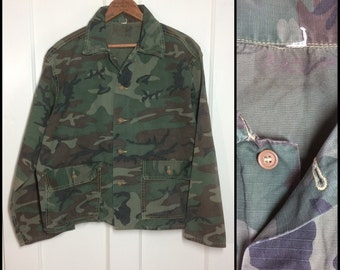 1960's Military Rip Stop short Camouflage Field Jacket looks size Medium Faded worn soft cotton 2 pocket brown buttons camo