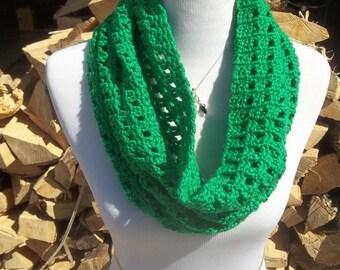 Green Trellis Crochet Cowl