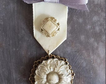 Vintage brooch retro type medal military cabochon cold porcelain cream and grey