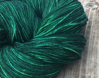 hand dyed sock yarn Treasure of the Emerald Isle Shawl Length Skein Superwash Merino Cashmere Nylon MCN 600 yards fingering green handdyed