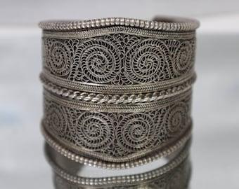925 - Vintage Ornate Lattice Filigree Etched Bangle Bracelet Cuff in Sterling Silver