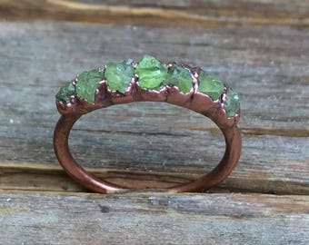 Raw peridot ring / Peridot ring / Raw gemstone ring / August birthstone ring / Green gemstone / Rough gemstone ring / Gift for her