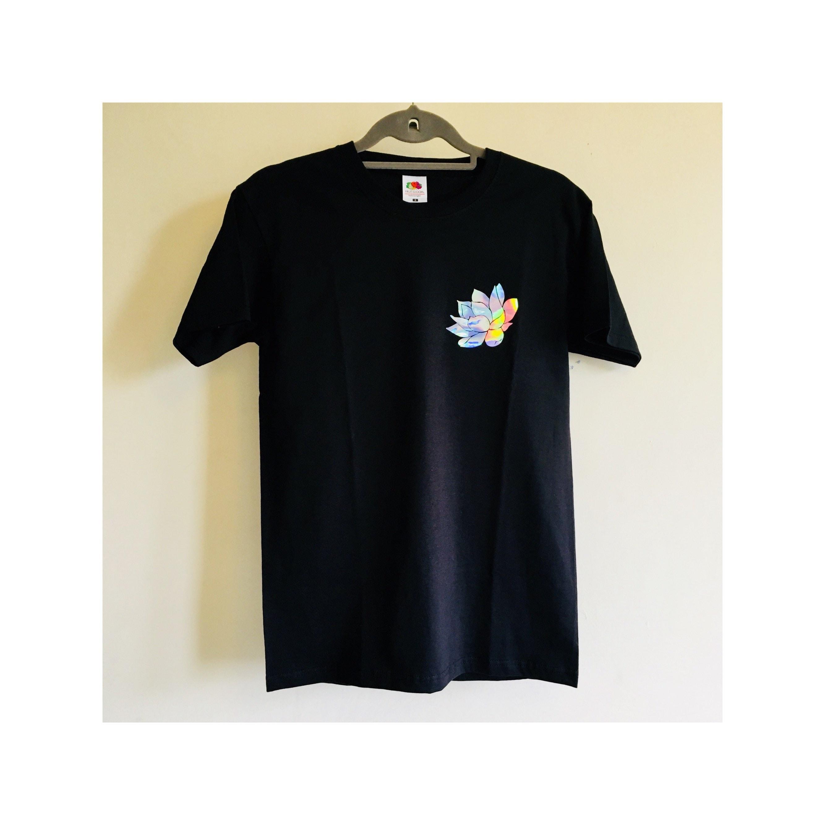 Black t shirt with holographic lotus flower print izmirmasajfo