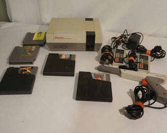 1985 Nintendo NES-001 N5467306 with controllers, GREY zapper, and 5 games!