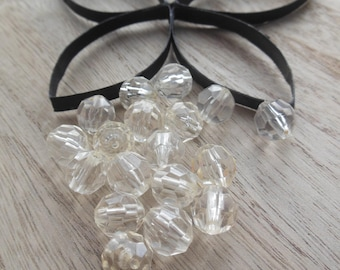 set of 18 beads has faceted plastic