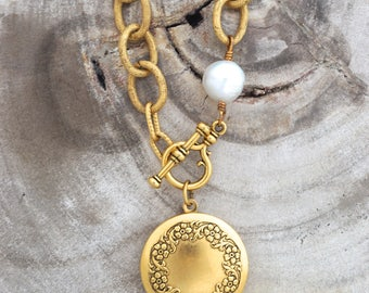 Minny with Pearl Necklace and Julia Locket