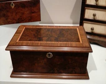 Walnut Burl Jewelry/KeepsakeBox Decorative Box