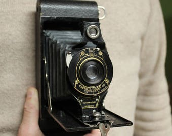 Vintage Eastman Kodak 620 Brownie camera