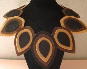Collana Autunno in feltro tonalità marrone, felt necklace geometric in shades of brown