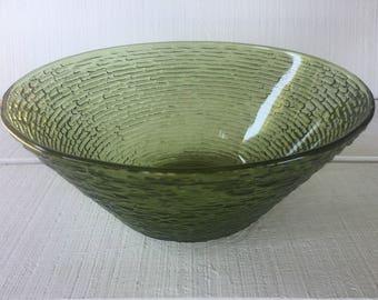 Vintage Soreno Avocado Green large serving / salad bowl, RETRO large chip bowl, crinkle glass salad bowl, avocado green, Mid century kitchen