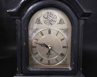 Tempus Lugit Clock
