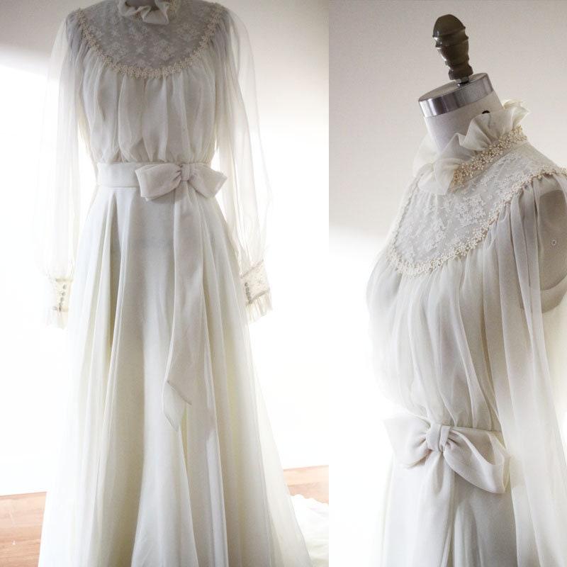 1970s off white wedding dress // 1970s big bow wedding dress ...
