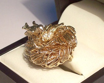 Birds Nest Brooch - Pristine Gold tone pin/brooch with small faux pearls