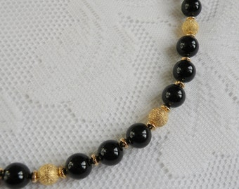 """Elegant Black """"Jade"""" and Gold-Plated Stardust Necklace"""