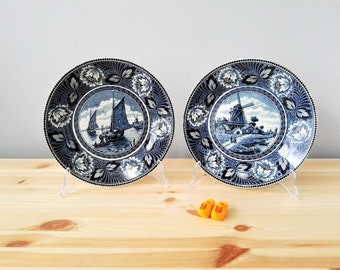 "Set of 2 Dutch Delft Societe Ceramique Maestricht Hollandia Wall Hanging Plaque Plates  9"" - mid 20th C."