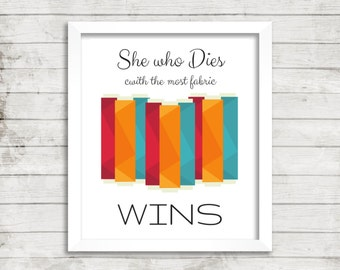 Print: She Who Dies with the Most Fabric Wins. Digital Quilt or Sew Quote, Instant Download of Quilt Studio Art for Fabric Lover Sewing