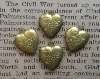Small Heart Lockets - Vintage Brass Charms - Flowers, Floral Design - Vintage Wedding Supplies - Qty 4
