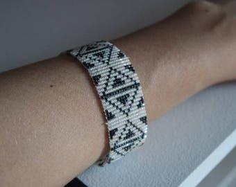 Geometric patterned bracelet