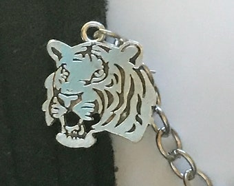 Sweater Clips: Lions in Silver