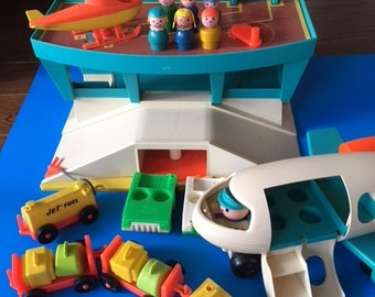 No. 996  Fisher Price Little People Play Family Airport