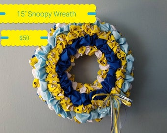 "15"" Snoopy wreath"