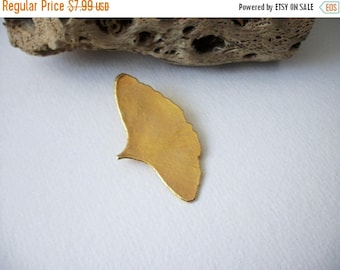 ON SALE Vintage Gold Tone Whale Tail Larger Pin 82116