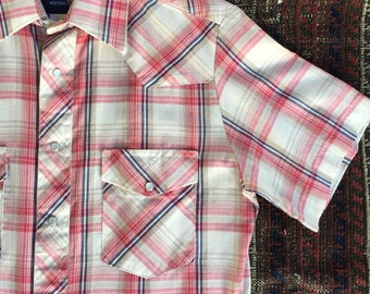 Vintage Men's short sleeve Wrangler Weatern shirt~ pearl snap buttons~ plaid~ size Small