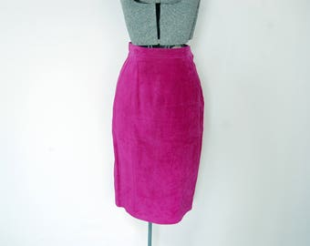 Vintage 1980s Danier Magenta Pink Suede Leather Midi Skirt with Decorative Back Buckle (Size 10)