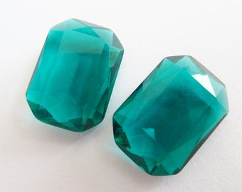 2 glass jewels, 14x10mm, emerald green, octagon