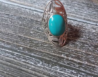 Genuine turquoise sterling silver southwestern style ring size 8.5