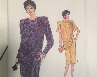 Misses' Dress 20-22-24 Sewing Pattern Loose Fitting Below Mid-Knee Dress Pre-owned Cut