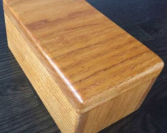 Made to Order Solid Oak box. Perfect for jewelry, keepsakes, trinkets or as a memory box. CUSTOMIZATION AVAILABLE!