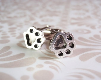 Silver dog or cat paw print cufflinks. Silver cufflinks. Fathers day gift. Dog lover gift. Gift for him. Groom gift. Groomsmen gifts.