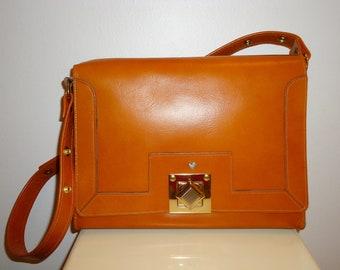 Must See Beautiful Jean Fogel Paris/NY Vintage Butterscotch Leather Shoulder Bag