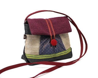 Small satchel shoulder related fabrics, many colors. Original clutch with flap. Light and practical bag.