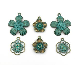 6 flower charms bronze tone and green patina,20mm to 28mm # CH 543