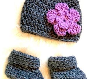 Newborn Hat with Matching Booties / Newborn Hat / Newborn Booties / Newborn Baby Gifts